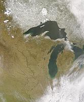 Asian dust over the Great Lakes and the swollen Mississippi River on 17 April 2001